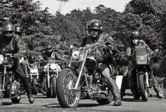 数百bikie帮会的骑自行车的人到达葬礼下落的兄弟朋友 库存照片
