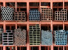数金属钢管形状在堆的 库存图片