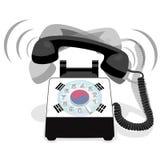 敲响的黑固定式电话有轮循拨号的和有韩国的旗子的 图库摄影