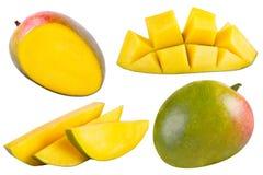 整个和被切的芒果的汇集在白色的 库存图片