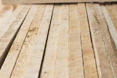整洁地安排木头 免版税库存图片