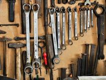 整洁地组织的工具墙壁 免版税图库摄影