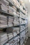 文件堆在一个档案被存放 免版税库存照片