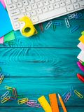 文具五颜六色的学校工作场所框架 免版税图库摄影