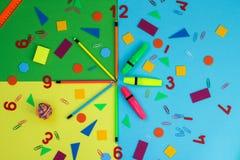 文具代表在时钟的手 库存图片