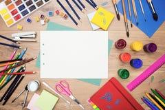 文具和绘图工具上面 免版税图库摄影