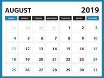 文具设计, 2019年8月模板的在星期天桌面日历,可印的日历,计划者设计模板,星期开始 免版税图库摄影