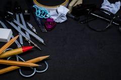 文具辅助部件或工具为教育在学校 免版税图库摄影
