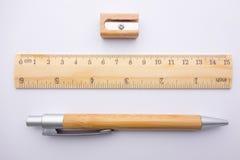 文具铅笔在纸的统治者磨削器 免版税库存照片