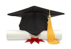 文凭和黑毕业帽子 图库摄影