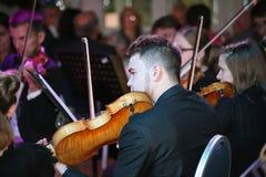 文化圣彼德堡州立大学的年轻音乐家交响乐团  库存图片