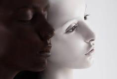 文化多元化。黑两张的面孔色&白色。尹杨样式 免版税库存照片