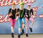 文化舞蹈合奏开玩笑彩虹 免版税库存图片