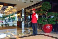 文华东方酒店旅馆门卫 免版税图库摄影