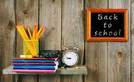 文字书和学校工具 免版税库存图片
