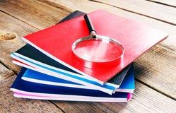 文字书和放大器 免版税图库摄影
