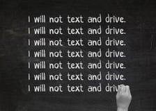 文字在关于安全驾驶的黑黑板排行 免版税库存图片