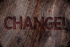 文字笔记陈列变动电话 企业照片陈列的改变调整转换修正转折修改木头 免版税库存图片