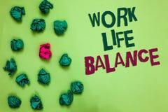 文字笔记陈列工作生活平衡 工作或家庭和休闲橄榄col之间的时间企业照片陈列的分部 免版税图库摄影