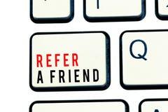 文字笔记陈列提到一个朋友 企业照片陈列的推荐任命在任务合格的某人 免版税图库摄影