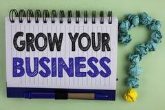 文字笔记陈列生长您的事务 企业照片陈列改进您的工作扩大公司书面的被克服的竞争者 免版税库存照片