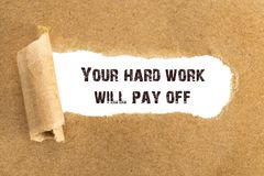 文本您的坚苦工作将支付出现在被撕毁的褐色后 库存照片