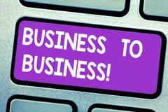文本标志显示企业间 概念性照片一事务做与另一个键盘键的一个商业成交 皇族释放例证