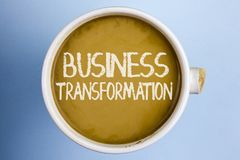 文本标志演艺界变革 做在咖啡写的公司升级的传导的概念性照片变动 库存图片