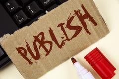 文本标志陈列出版 概念性照片使有用的资料对人发布在泪花纸板写的一个书面产品 库存图片
