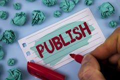 文本标志陈列出版 概念性照片在Painted使有用的资料对人发布人写的一个书面产品 免版税图库摄影