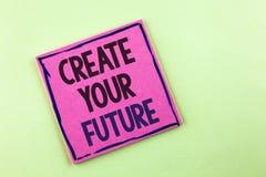 文本标志陈列创造您的未来 概念性在桃红色稠粘写的照片事业目标目标改善集合计划学会 库存照片