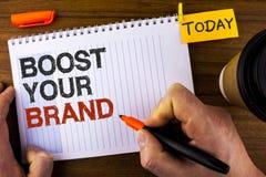 文本标志陈列助力您的品牌 概念性照片改进您的在人写的您的领域被克服的竞争者的模型名字  图库摄影