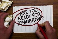 文本标志陈列是您为明天问题准备 对未来刺激手举行纸高吊球a的概念性照片准备 库存图片