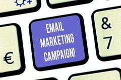 文本标志陈列电子邮件市场活动 概念性照片电子邮件被送到一个潜在或当前顾客键盘键意图 图库摄影
