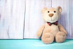 文本的玩具熊背景空的空间 生日玩具 免版税图库摄影