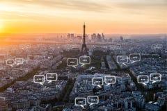 文本的空白在巴黎市和泡影为communica聊天 库存照片