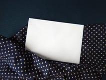 文本的英国玫瑰色和空插件在织品 库存图片