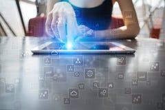 文本的,虚屏背景模板 蓝蓝在电话有选择性的技术淡色调白色的企业概念精美重点关键董事会膝上型计算机豪华移动电话 库存照片