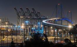 文森特托马斯桥梁在晚上 免版税库存图片