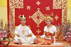 文莱传统婚礼服装 免版税库存图片