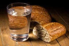 斋戒面包和水的 图库摄影