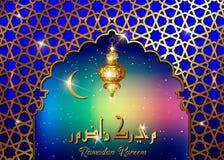 斋月Kareem设计伊斯兰教的新月形清真寺与金黄阿拉伯主题和书法的圆顶窗口月亮和剪影,明亮 向量例证