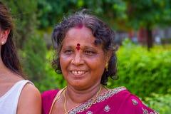 斋浦尔,印度- 2017年9月19日:一名美丽的印地安妇女的画象有红色点的在她的前额的中心 免版税库存图片