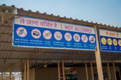 斋浦尔,印度- 2017年9月19日:在Akshardham寺庙的输入的情报标志在新德里,印度 库存照片