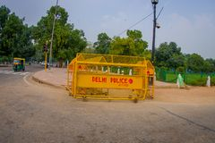 斋浦尔,印度- 2017年9月26日:在Rashtrapati Bhavan政府大厦输入的警察控制篱芭是 库存图片