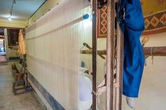 斋浦尔,印度- 2017年9月19日:织品纺织品的木刻版印刷室内看法在印度 木刻版印刷 免版税库存图片