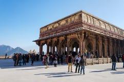 斋浦尔,印度- 2014年12月29日:旅游参观Diwan我是在琥珀色的堡垒 免版税库存照片