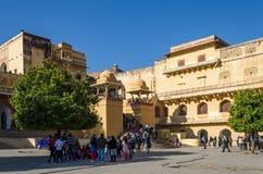 斋浦尔,印度- 2014年12月29日:旅游在斋浦尔附近的参观琥珀色的堡垒 库存图片