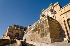 斋浦尔,印度- 2014年12月29日:游人参观琥珀色的堡垒nea 免版税库存图片