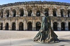 斗牛士Nimeno雕象II和罗马圆形剧场在尼姆, 免版税库存图片